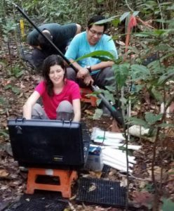 Image: Amanda Longhi Cordeiro and Erick Oblitas collecting root images from minirhizotron tubes.