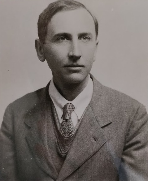 Image: Photograph of George Robert Sabine Snow, 'Robin Snow' FRS (1897–1969). Magdalen College ref number MC 01/P1/1 p. 88.