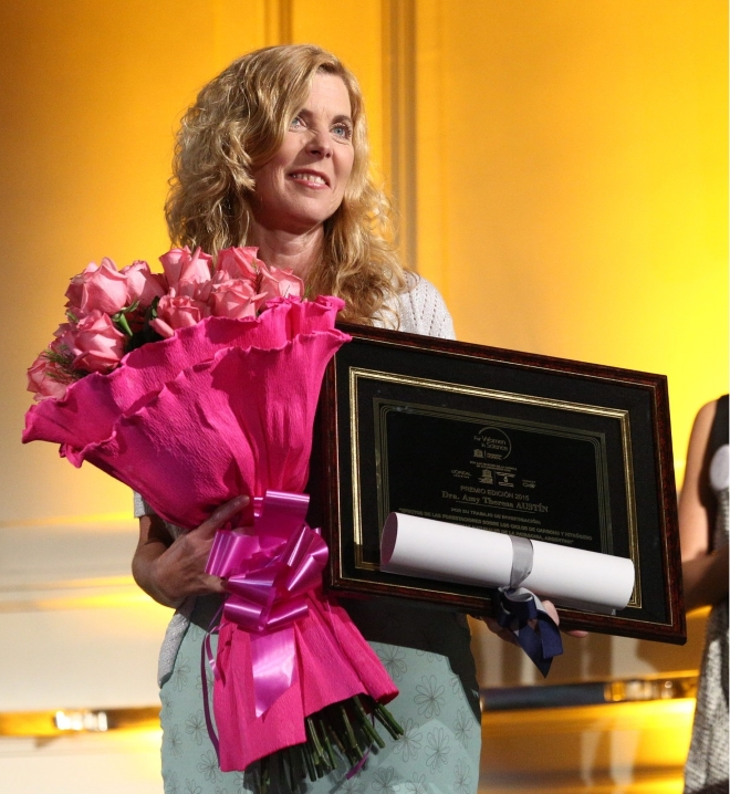 Amy Austin receives the L'Oreal-UNESCO award for Women in Science, Argentina